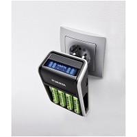Varta LCD Plug Charger mit 4x AA 2100 mAh Akkus